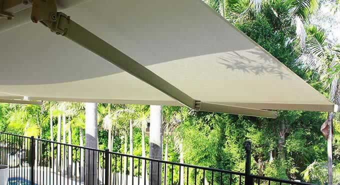 Cairns Folding Arm / Pionsettia Awnings